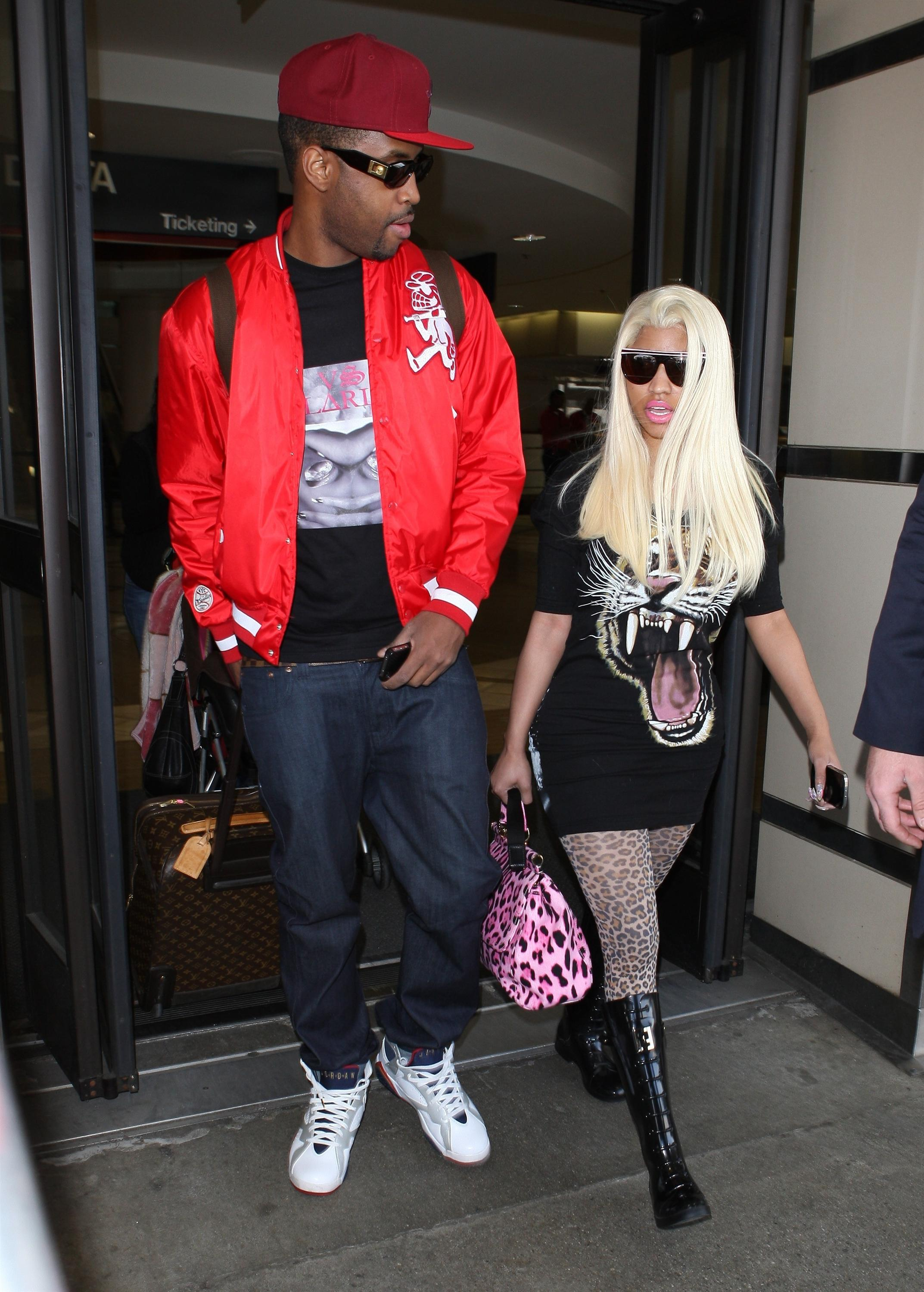 Nicki Minaj Spotted At LAX Hot Shots: Nicki Minaj Gets Shady In LAX