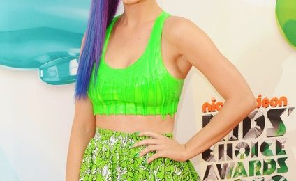 Hot Shots: Nicki Minaj, Katy Perry, & Willow Smith Embrace The Rainbow At KCA 2012