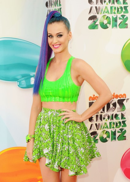 katy perry kca main Hot Shots: Nicki Minaj, Katy Perry, & Willow Smith Embrace The Rainbow At KCA 2012