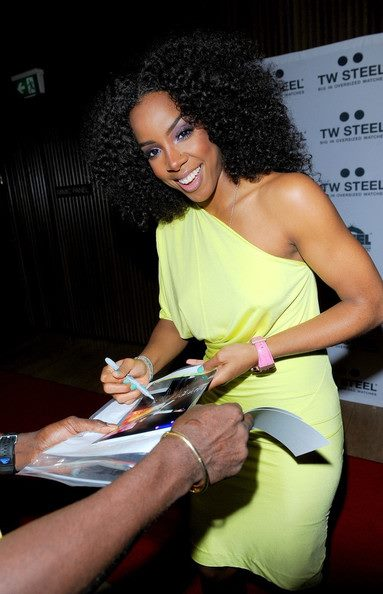 kelly stunning Hot Shots: Kelly Rowland Beams Down Under