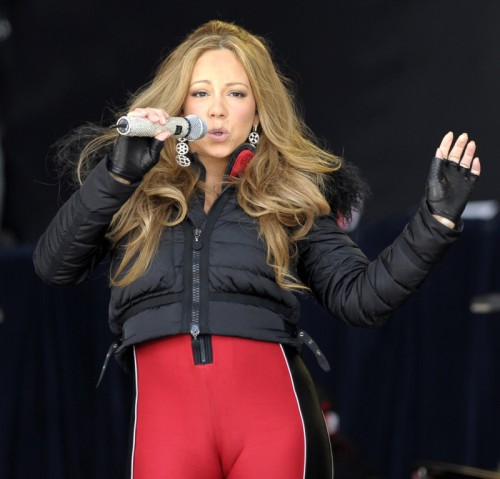 mariah ouch e1335815116859 Hot Shots: Mariah Carey Has Wardrobe Malfunction