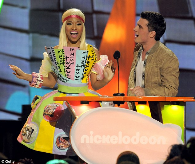 nicki minaj kca Hot Shots: Nicki Minaj, Katy Perry, & Willow Smith Embrace The Rainbow At KCA 2012