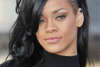 Rihanna 'Salutes The Navy'