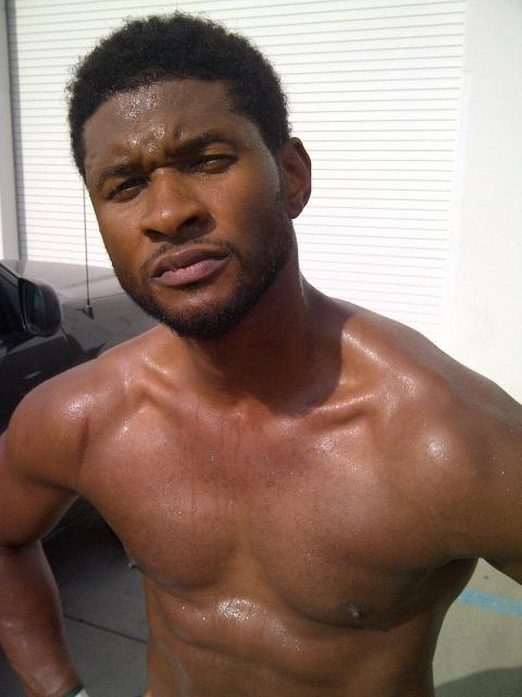 usher 76a Hot Shots: Usher Shows Off Sweat Soaked Body
