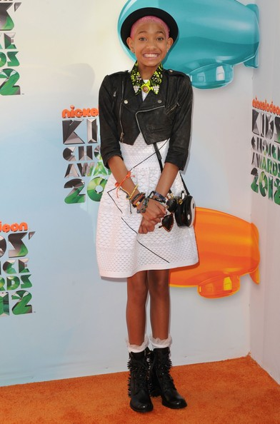 willow glow 1 Hot Shots: Nicki Minaj, Katy Perry, & Willow Smith Embrace The Rainbow At KCA 2012