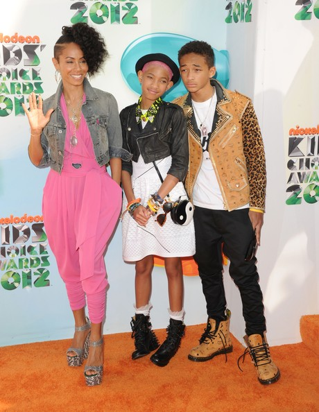 willow glow Hot Shots: Nicki Minaj, Katy Perry, & Willow Smith Embrace The Rainbow At KCA 2012