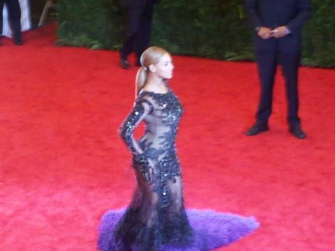 B MET GALA 3 Queen B: Beyonce Arrives At MET GALA 2012