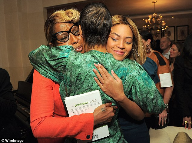 beyonce 3421 Hot Shots: Beyonce, Jay Z, Mary J & LA Reid Pose At Book Launch