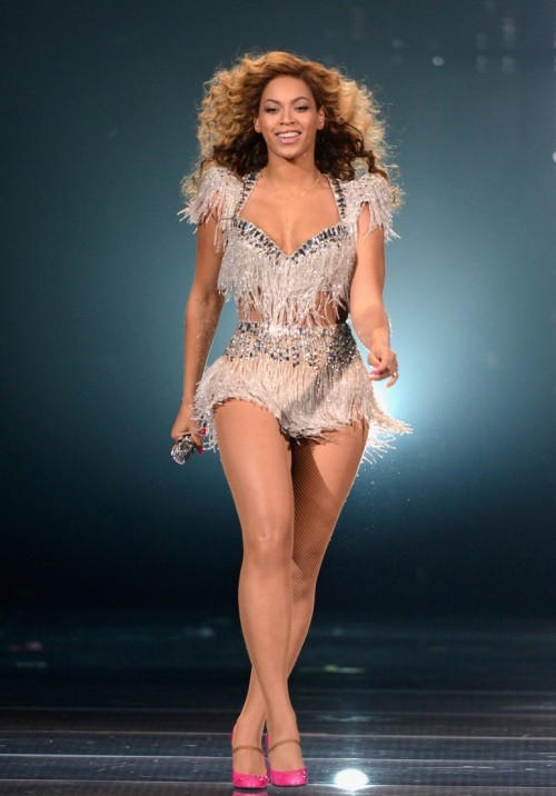 beyonce atlantic revel e1338018596569 Shes Back: Beyonce Wows At Revel (Videos)