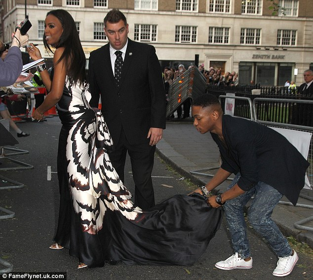 kelly rowland glam Hot Shots: Kelly Rowland Steals Show At Glamour Awards