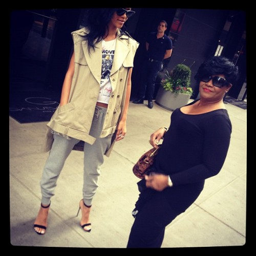 kelly rowland rihanna e1336947796921 Rihanna & Kelly Rowland Celebrate Mothers Day With Their Moms