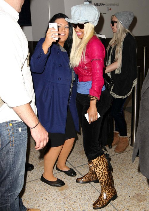 nicki minaj 051512 4 Hot Shots:  Nicki Minaj Jets To Sydney