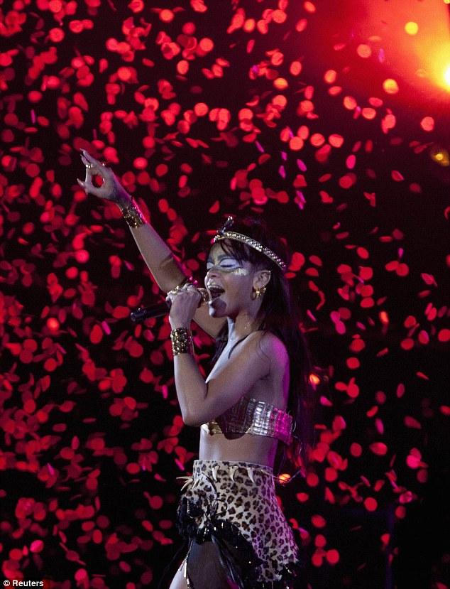 riri robyn hood Hot Shots: Rihanna Unveils Inner Warrior