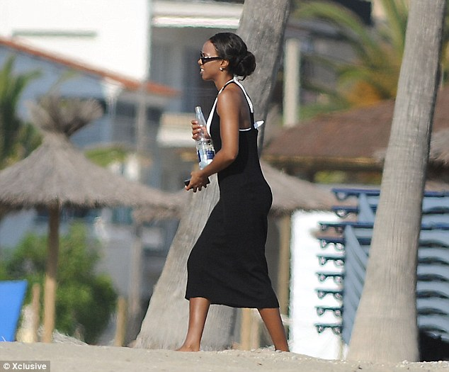 kelly row in barcelona Hot Shots: Kelly Rowland Sizzles In Barcelona