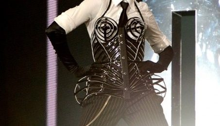 Lady GaGa Diss: Madonna Performs 'Born This Way / Express Yourself' On 'MDNA Tour'