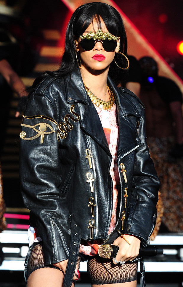 rihanna hackney1 Hot Topic: Are Lasting Artists On The Decline?