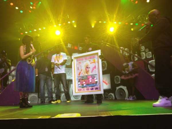 NICKI MINAJ PRESENTED WITH ROMAN RELOADED PLATINUM PLAQUE Hot Shot : Birdman Presents Nicki Minaj With Platinum Plaque