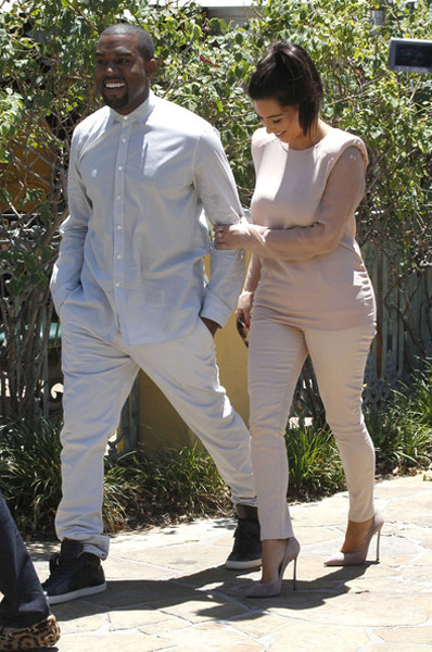 kanye and kim 2 Hot Shots: Kanye West And Kim Kardashian Catch Up In Calabasas