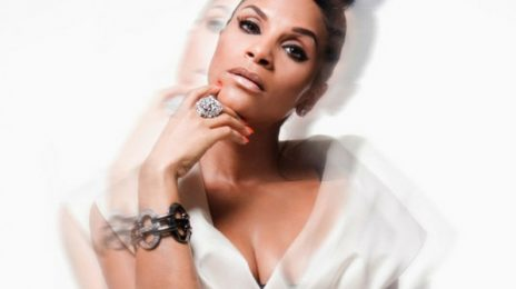 Watch: Teedra Moses Moves Fans At 'Essence Festival'