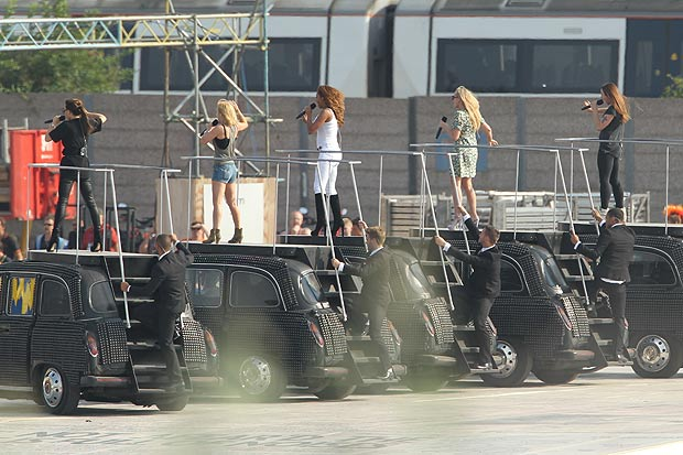 SPICE GIRLS OLYMPIC SET Hot Shots: The Spice Girls Ready Olympic Spectacle