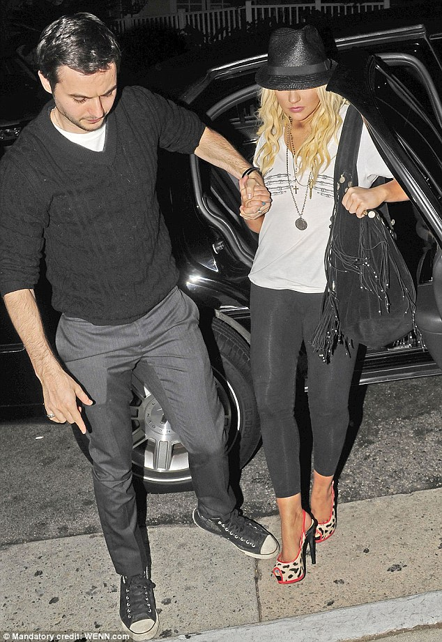christina west hollywood Hot Shots : Christina Aguilera Glows In West Hollywood