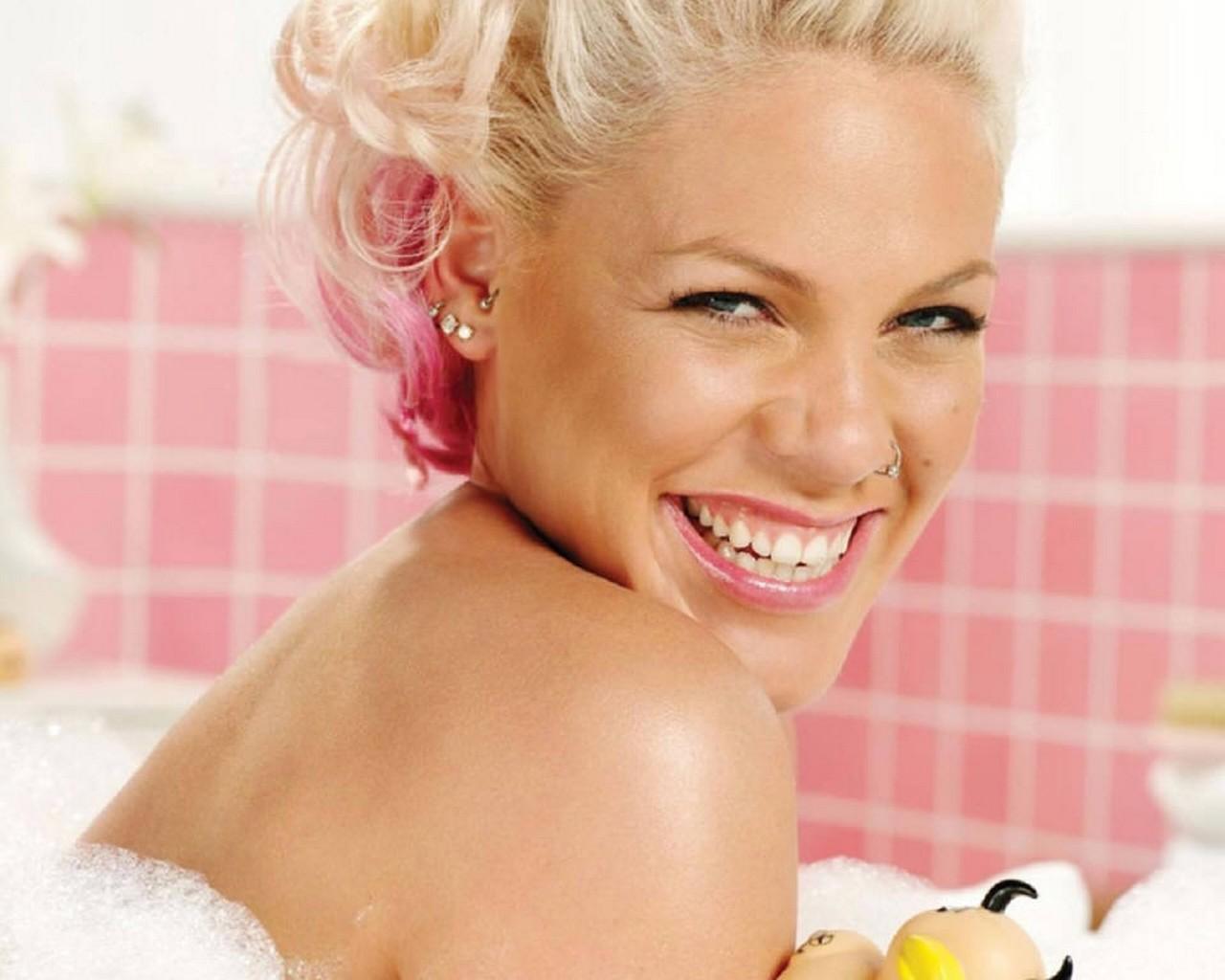 Pink Addresses US 'Popularity Contest' - That Grape Juice