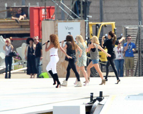 spice olympic girls 3 Hot Shots: The Spice Girls Ready Olympic Spectacle
