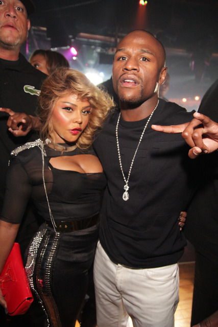 LIL KIM LIFE CLUB WITH MAYWEATHER Hot Shots: Lil Kim Rocks Bet Hip Hop Awards After Party