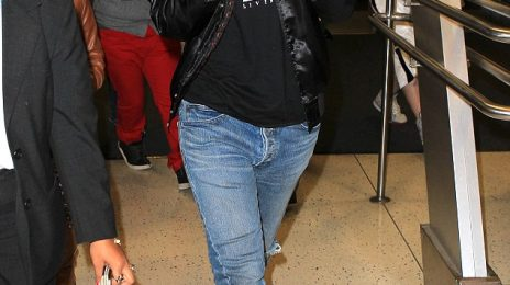 Hot Shots: Rihanna Causes A Scene At JFK