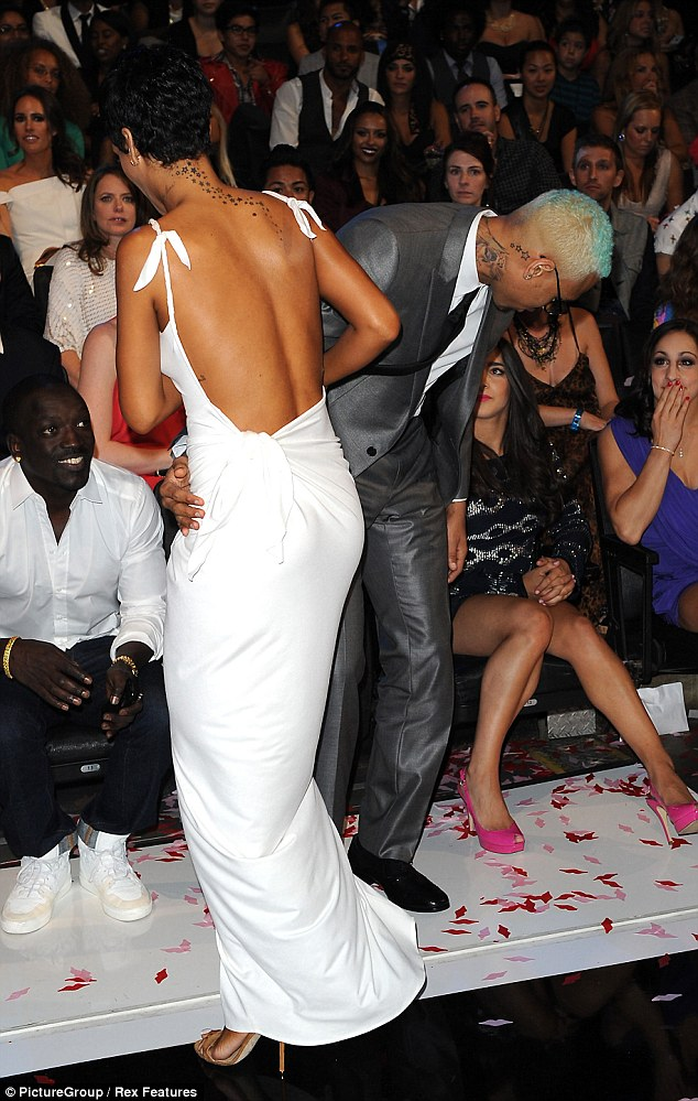 RIHANNA CHRIS BROWN VMAS 2012 Hot Shots: More From Rihanna & Chris Browns VMA Reunion