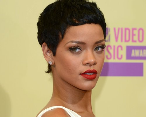 Rihanna Teases New Single Diamonds / Album News