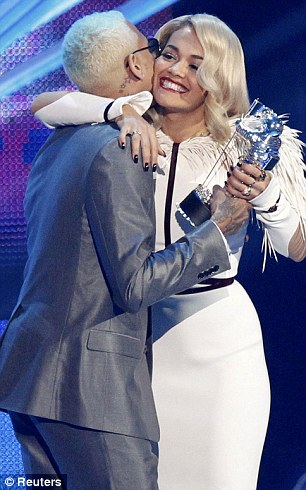 RITA ORA CHRIS BROWN VIDEO MUSIC AWARDS