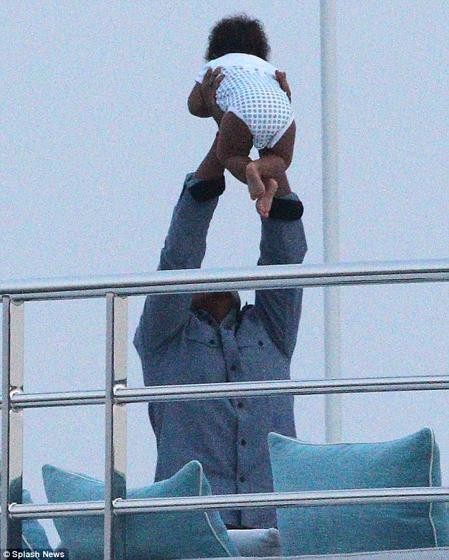 jay z blue ivy in the south of france Hot Shots: Beyonce Makes A Splash In The South Of France