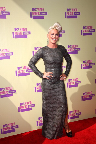 pink vma 20121 2012 MTV VMAs: Red Carpet Arrivals