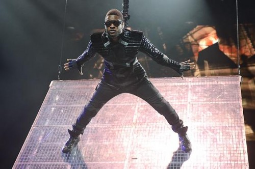 usher tour 2013 e1348610850362 Usher Postpones European Dates For The Voice