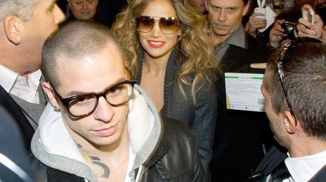 Hot Shots: Jennifer Lopez Mobbed By Fans In Bologna