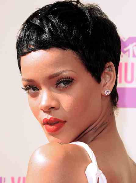 RIHANNA VMAS 2012 SHE IS DIVA Peoples Choice Awards 2013: The Nominations Are In !