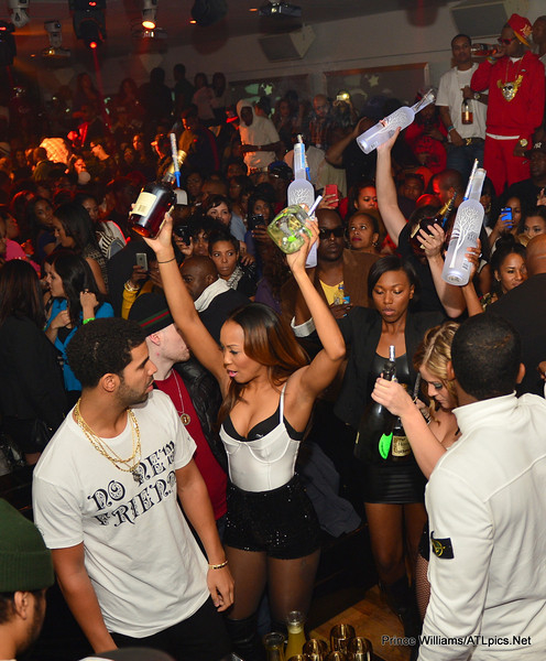 drake 1234 Hot Shots: Drake Celebrates Birthday In Atlanta Club...With His Dad