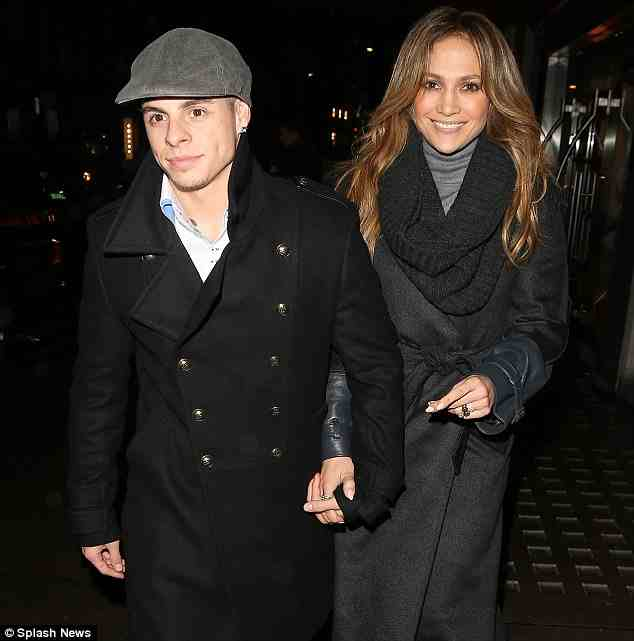 jlo and casper smart ldn Hot Shots: Jennifer Lopez Dines At Londons Hakkasan