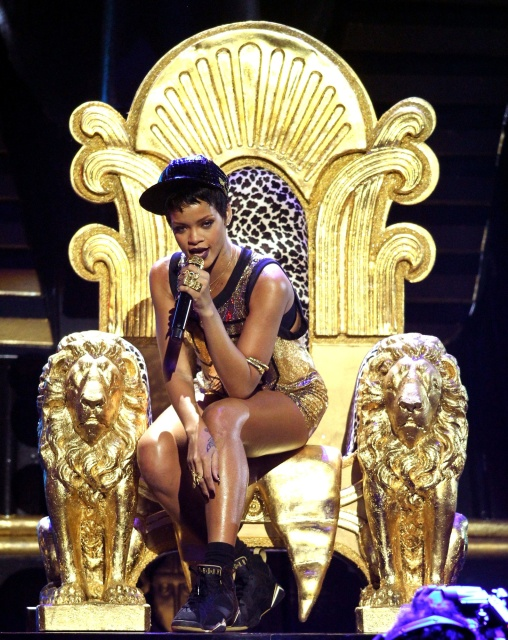 rihanna throne Major: Rihanna Diamonds Becomes Most Popular Post In That Grape Juice History!