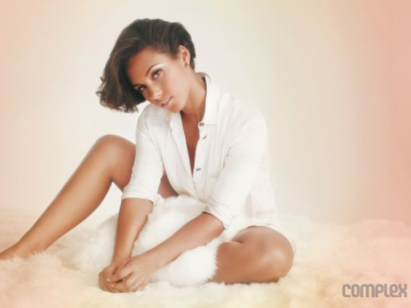 alicia keys complex 580x435 Alicia Keys Covers Complex, Hits Back At Homewrecker Claims In Decembers Jet Magazine