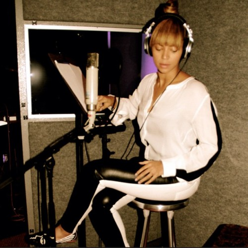 beyonce studio 1 e1352550657795 Hot Shot: Beyonce Hits The Studio