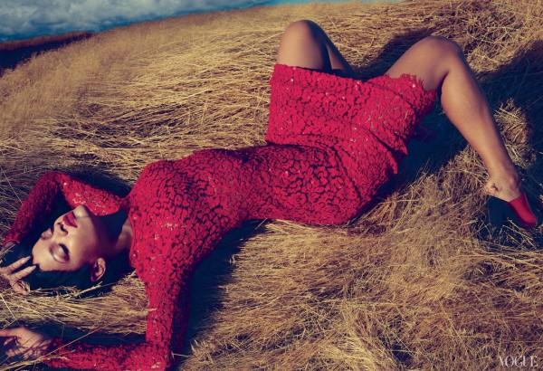 rihanna vogue sheisdiva  Rihanna Shares Unapologetic Snippets