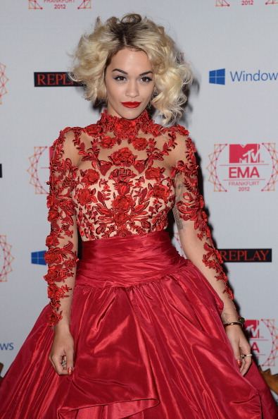 rita ora emas 2 Hot Shots: Rita Ora Rocks Red At The EMAs