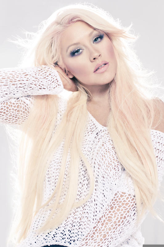 Christina Aguilera Blazes iTunes With Just A Fool