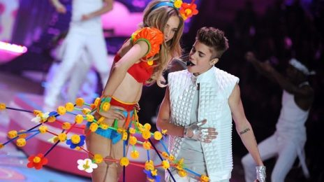 Justin Bieber Brings 'The Beat' To 'Victoria's Secret Fashion Show'