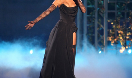 Watch:  Rihanna Rocks 'Victoria's Secret Fashion Show' *Updated*