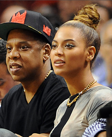 ScreenShot2012 12 11at94255AM Hot Shots: Beyonce & Jay Z Heat Up Courtside