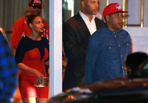 beyonce kelly jayz e1355175577305 Hot Shots: Beyonce & Jay Z Dine With Kelly Rowland & The Dream In Miami