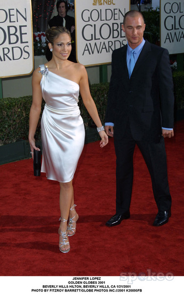 jennifer lopez 2001 01 19 Hot Shots:  Jennifer Lopez Gleams For Golden Globe Red Carpet